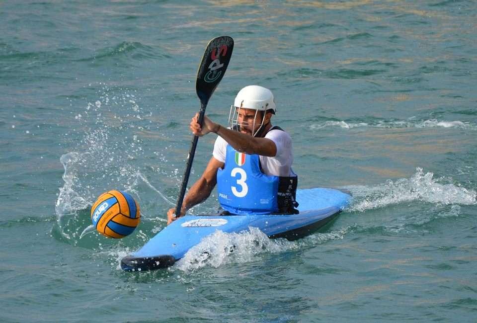 """Canoa Polo, vi presentiamo il """"golden player mondiale"""": Edoardo Corvaia"""