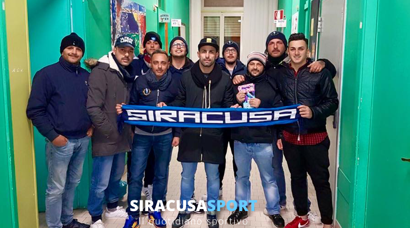 Siracusa, sorpresa per i bimbi in ospedale durante l'Epifania: gli Ultras della Curva Anna portano dei doni