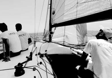 Vela, cosa succede a bordo durante una regata? Ecco il video del Circolo della Vela Lakkios!