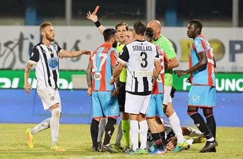 Calcio Catania, per Bucolo due giornate di stop a causa di uno spintone nel match contro la Leonzio