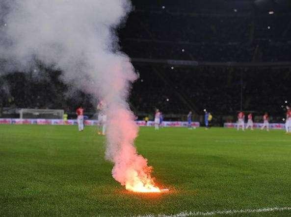 Calcio, Daspo per 5 anni ad un tifoso aretuseo: lanciò un petardo durante Reggina-Siracusa